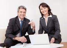 Twee bedrijfsmensen op de vergadering Royalty-vrije Stock Fotografie