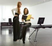 Twee bedrijfsvrouwen Royalty-vrije Stock Foto