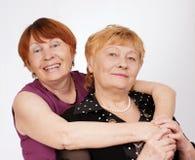 Twee bejaarde zusters Stock Afbeeldingen