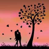 Twee bekoord onder een liefdeboom, illustratie Stock Afbeeldingen