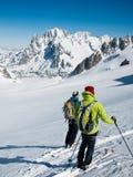 Skiërs op de grote gletsjer van Vallee Blanche. Stock Foto