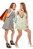 Twee beste vrienden terwijl het winkelen, schot op een wit Stock Afbeeldingen