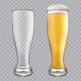 Twee bierglazen Één lege mok en één volledige mok Royalty-vrije Stock Fotografie