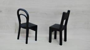 Twee blackwooden lege stoelen royalty-vrije stock afbeeldingen