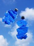 Twee blauwe flessen plastiek Stock Afbeelding