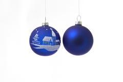 Twee blauwe Kerstmisballen Stock Afbeelding