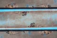 Twee blauwe lijnen op een bruine achtergrond Stock Fotografie