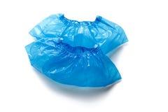 Twee blauwe medische die Schoendekking voor voeten op witte achtergrond wordt geïsoleerd Hygiëne en netheid in gezondheidsfacilit stock afbeelding