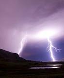 Twee bliksembouten die in water nadenken Royalty-vrije Stock Afbeelding