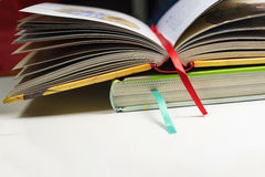 Twee boeken met referenties Stock Fotografie