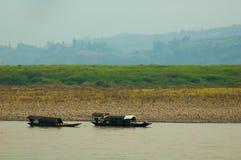 Twee boten bij Yangtze-rivier stock foto