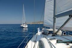 Twee boten in het overzees bij de regatta Royalty-vrije Stock Fotografie