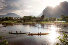 Twee boten met lange staart in de rivier Royalty-vrije Stock Foto