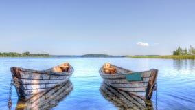 Twee boten op de meerberk stock fotografie
