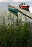 Twee boten op privé meer. Stock Foto's