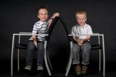 Twee Broers op een Stoel Royalty-vrije Stock Afbeeldingen