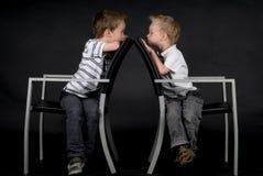Twee Broers op een Stoel Royalty-vrije Stock Afbeelding