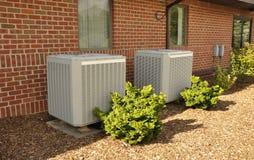 Twee centrale airconditioningseenheden stock fotografie