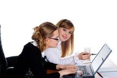 Twee charmante bedrijfsvrouwen Royalty-vrije Stock Afbeelding