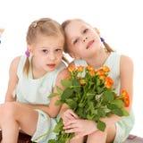 Twee charmante meisjes Royalty-vrije Stock Fotografie