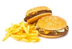 Twee Cheeseburgers met gebraden gerechten Royalty-vrije Stock Afbeeldingen