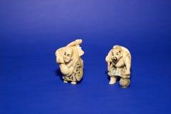Twee cijfers van Chinese mensen op een blauwe achtergrond Royalty-vrije Stock Foto