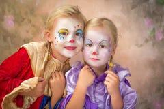 Twee clownmeisjes Stock Afbeeldingen