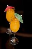 Twee cocktails die op zwarte worden geïsoleerdp Royalty-vrije Stock Foto