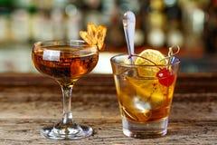 Twee cocktails op de bar stock foto