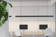 Twee computers op lijsten, bureau stock illustratie