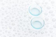 Twee contactlenzenclose-up stock foto's