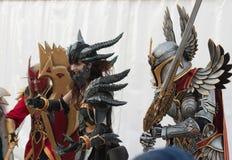 Twee cosplayers kleedden zich als karakters Neltharion en Voorvechter Stock Fotografie