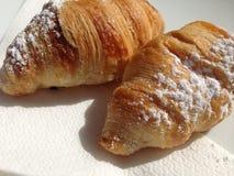 Twee croissanten Stock Afbeeldingen