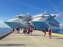 Twee cruiseschepen Royalty-vrije Stock Foto