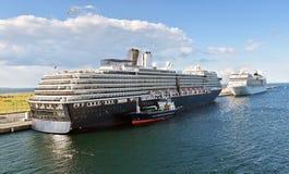 Twee cruiseschepen worden vastgelegd bij de Oceaanterminal van de Kadecruise in Kopenhagen, Denemarken royalty-vrije stock afbeeldingen