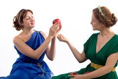 Twee dames en appelen royalty-vrije stock afbeeldingen