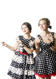 Twee dansende meisjes in speld-omhooggaande stijl Stock Afbeelding