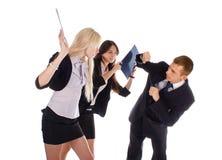 Twee de bedrijfsvrouw slaan de man omslagen Stock Fotografie