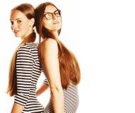 Twee die jonge werknemers op witte, zelfde kleding in strook worden geïsoleerd royalty-vrije stock afbeelding