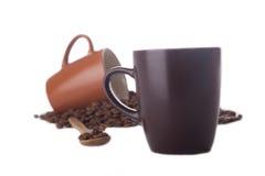 Twee die koffiekoppen op wit worden geïsoleerd Stock Afbeelding