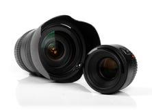 Twee die lenzen van de fotocamera op wit worden geïsoleerd Stock Foto