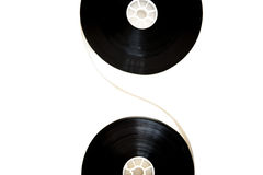 Twee die 35mm bioskoopspoelen aan geïsoleerde filmstrip worden verbonden Stock Foto's