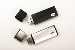 Twee die USB-penaandrijving op de heldere achtergrond wordt geïsoleerd Royalty-vrije Stock Afbeelding