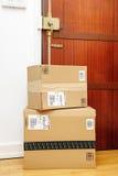 Twee dozen van Amazonië verlaten bij de deuringang Stock Afbeelding