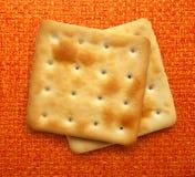 Twee droge crackerkoekjes stock fotografie