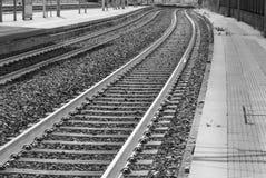 Twee dubbele treinsporen royalty-vrije stock fotografie
