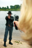 Twee dueling mensen met kanonnen Stock Fotografie