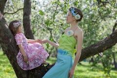 Twee in een de lentetuin Stock Afbeeldingen