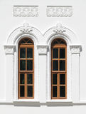 Twee eeuwenoude vensters Stock Afbeeldingen