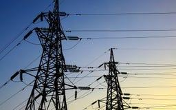 Twee elektriciteitspylonen Royalty-vrije Stock Afbeeldingen